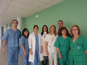 La doctora Ana Bejarano, centro izquierda, con parte del equipo de la Unidad de Digestivo.