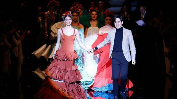 El almonteño Juan Francisco Gil Ortiz, una de las jóvenes promesas andaluzas de la moda flamenca