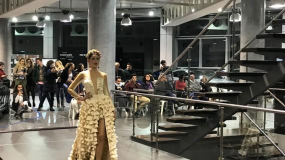 'Al Rocío con Adarsa Sur', éxito del desfile de moda flamenca en el concesionario onubense