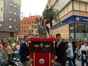 Una procesión ya tradicional del Viernes de Dolores en Huelva.