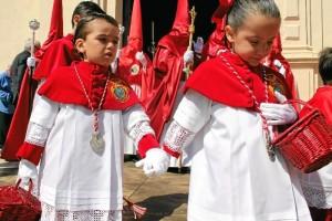 Los titulares estarán  acompañados por unos 250 nazarenos, donde destaca un gran número de niños.