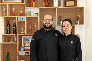 Eduardo y Sara, dueños del restaurante y autores del postre en cuestión.