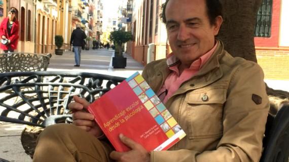 El catedrático Manuel Acosta participa en una publicación nacional sobre Psicología Positiva aplicada a la educación