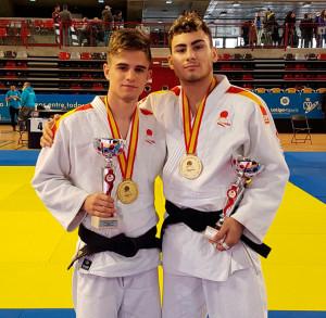 Francis García y de Rosendo Laíno, con sus trofeos. / Foto: @JudoHuelva1.