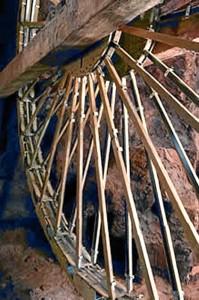Imagen de la noria romana que podemos encontrar a la entrada del Museo, lugar donde se ubicarán los enseres mineros de la época romana, dejando espacio para la sala islámica. / Foto: Museo de Huelva.