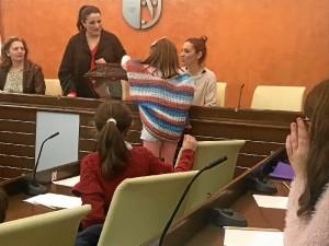 Niños y niñas de Almonte acordando medidas para mejorar la convivencia en el municipio.