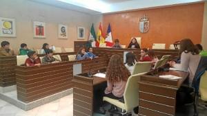 Niños y niñas del municipio de Almonte realizan un Pleno Infantil.