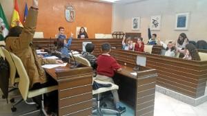Elección de la alcaldesa infantil, Lucía, seleccionada por los miembros del consejo.