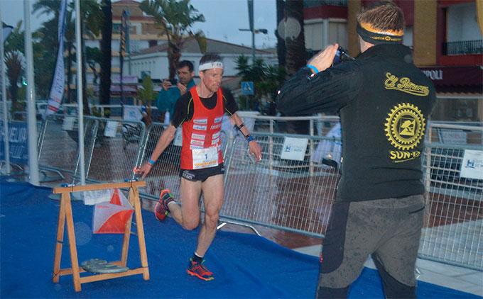El suizo Daniel Hubmann, campeón del sprint urbano en Punta.
