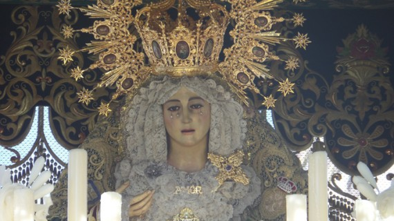Radiante Lunes Santo en El Polvorín con la Virgen del Amor y Jesús de las Penas en sus Tres Caídas