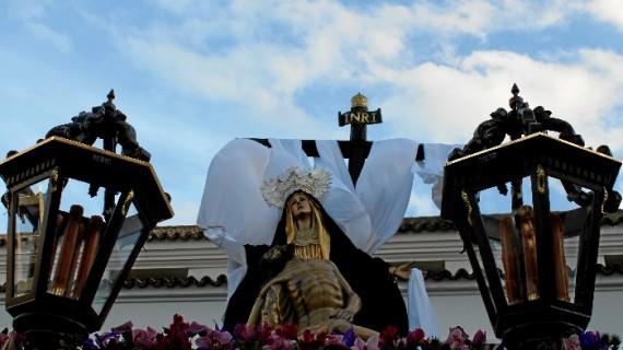 La solemnidad del Santo Entierro cierra el Viernes Santo onubense