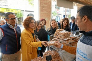 Los expositores colocados en la Gran Vía, muestran productos artesanales de la provincia, estarán hasta el viernes 23 de marzo.