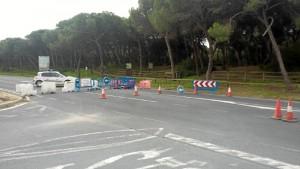Cortan la carretera A-5050 que une el municipio con El Portil, para avanzar en la organización del evento.