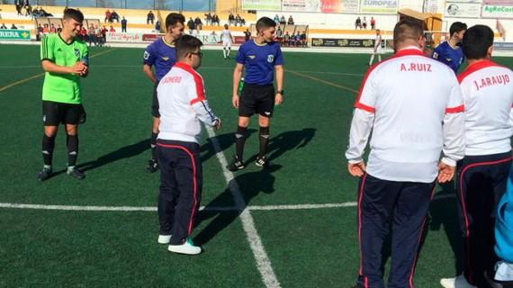 El Atlético Onubense 'pesca' un punto con infortunio en Utrera en su pelea por eludir el descenso