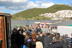 El puente atrajo a miles de personas el pasado año.