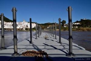 Numerosos vecinos y turistas cruzarán al país vecino por este puente durante la Feria del Contrabando.