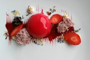Imagen del postre presentado por el restaurnte Las Meigas, 'Frutos Rojos en Texturas'.