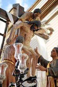 Descendimiento de Nuestro Señor Jesucristo en su salida procesional frente a su templo.