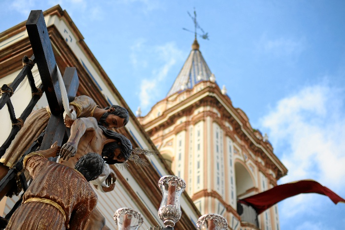 Marcado el ocaso de la Semana Santa onubense con la salida de la Hermandad del Descendimiento