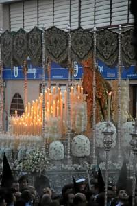 Nuestra Señora de la Esperanza Coronada recién salida del templo.