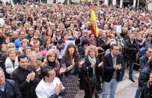 Cientos de personas han apoyado la concentración.