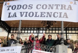 Las familias de niños y jóvenes asesinados se han concentrado en Huelva.