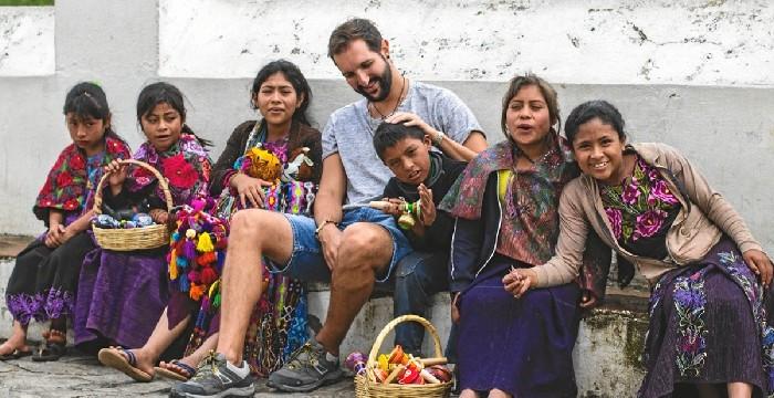 'La Vuelta al Mundo en 80 Sueños' o cómo descubrir Latinoamérica a través de los ojos del onubense Luis Benítez