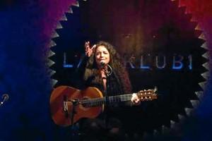 La cantautora Cinta Hermo actuará en el acto de apertura y durante la presentación 'Mujeres en Positivo'.
