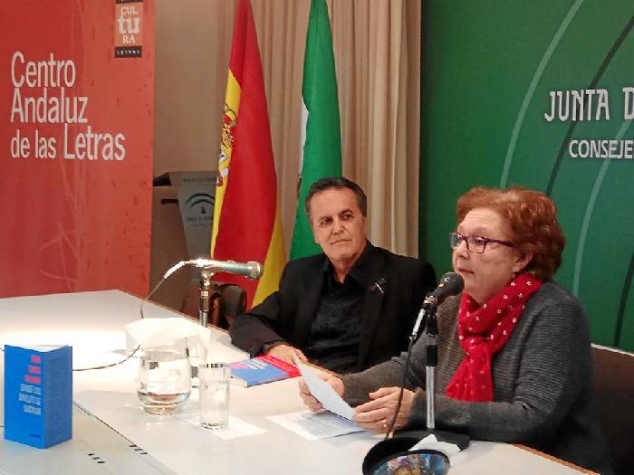 Juan Cobos Wilkins presenta su último poemario, 'Donde los ángeles se suicidan', en la Biblioteca de Huelva