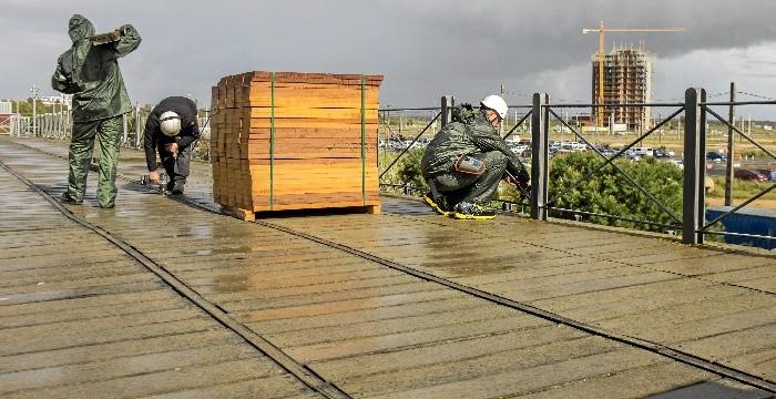 Comienza la rehabilitación del entarimado del Muelle de Riotinto