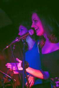 María Romero trabaja como vocalista de sesión.
