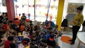Los pequeños han disfrutado con los cuentos de Desirée Acevedo.
