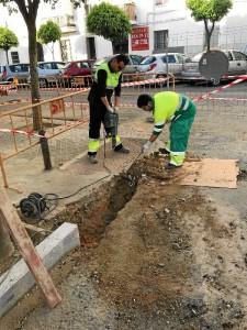Realización de obras en la Calle Docampo en la barriada de las Adoratrices.