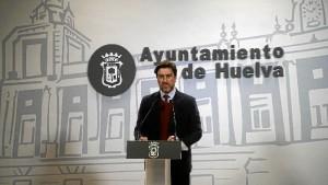 Rueda de prensa del concejal Enrique Gaviño. / Foto: Jesús Bellerín.