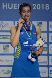 Carolina Marín, con su medalla tras conquistar el Campeonato de Europa. / Foto: Pablo Sayago.