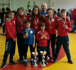 Representantes cartayeros en el Campeonato de Andalucía de Escuelas Deportivas de Lucha Libre.