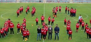 Los más de 350 niños y niñas que conforman la cantera del club rojillo recibieron el aplauso del público.