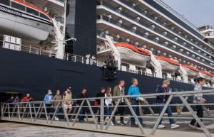 Cruceristas desembarcando en Huelva.
