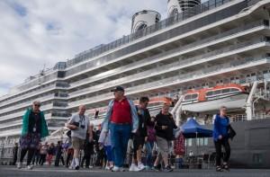 Más de 1.700 pasajeros embarca en buque.
