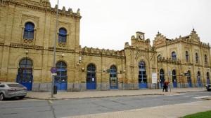 Fachada de la antigua estación de tren de Huelva. / Foto: Jesús Bellerín.