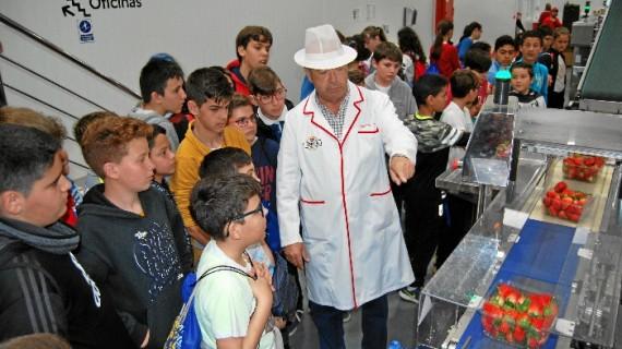 La Comunidad de Regantes Palos de la Frontera recibe a más de 270 escolares en su balsa general