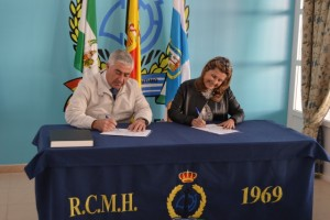 Momento de la firma de aceptación del encargo del Pregón.