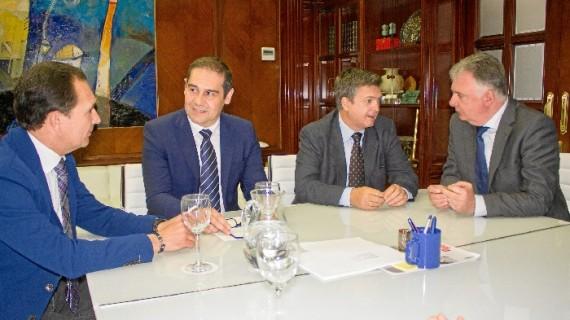 Acuerdo entre el Puerto de Huelva y la Junta de Andalucía para atraer inversiones a la provincia