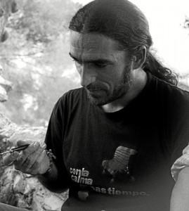 Francisco Javier González Herrero es antropólogo y trabajador social.