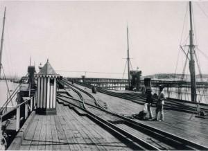 Una de las primeras fotos del Muelle, en 1882.