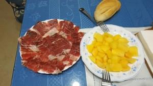 Puede consumirse como fruta directamente o en otros platos, como ensaladas o postres.