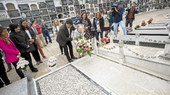 Homenaje en el Cementerio de La Soledad por el 75 aniversario de la aparición de William Martin