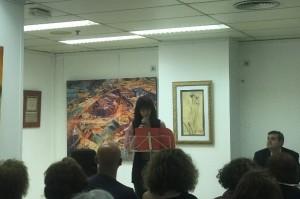 María José Fernández leyendo su poema.