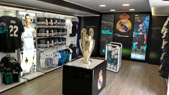 Los visitantes del autobús del Real Madrid podrán hacerse fotos con el trofeo de la Champions