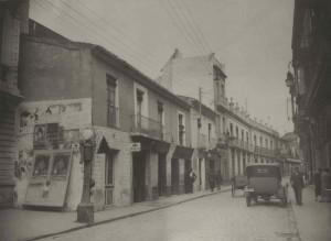 Imagen de la calle Méndez Núñez en los años cuarenta del pasado siglo XX. / Foto: Grupo Ayer y Hoy.